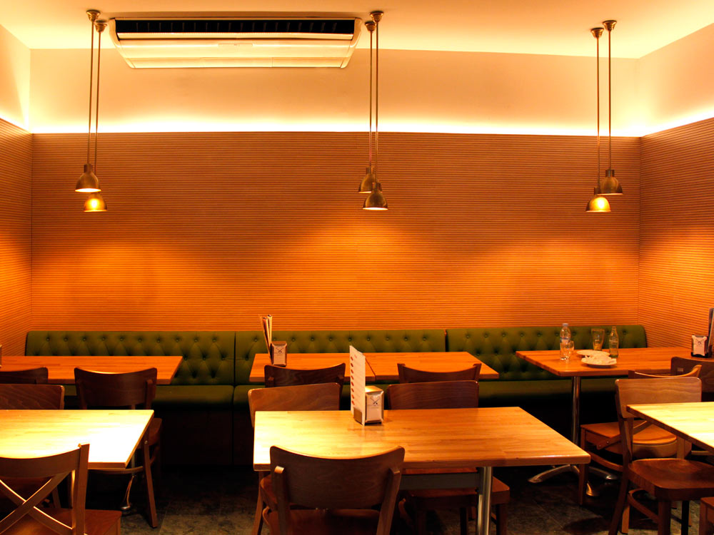 Bar Restaurant La Plaza_ Cristina Ortega